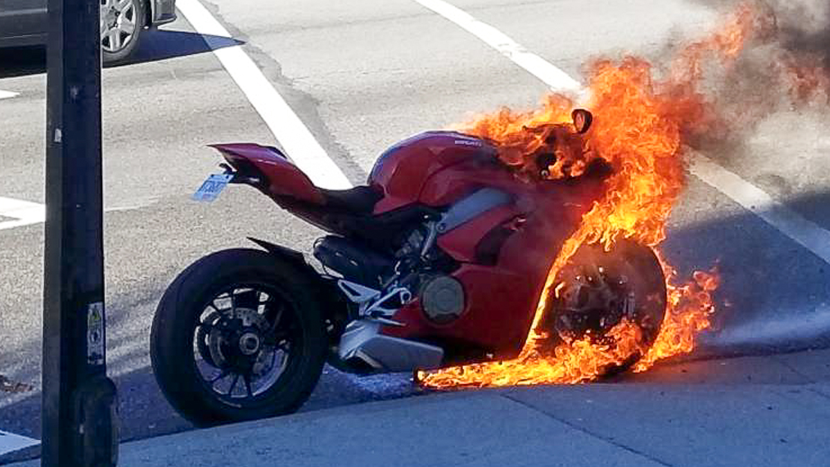 2018-Ducati-Panigale-V4-caught-fire-Canada_1.jpg