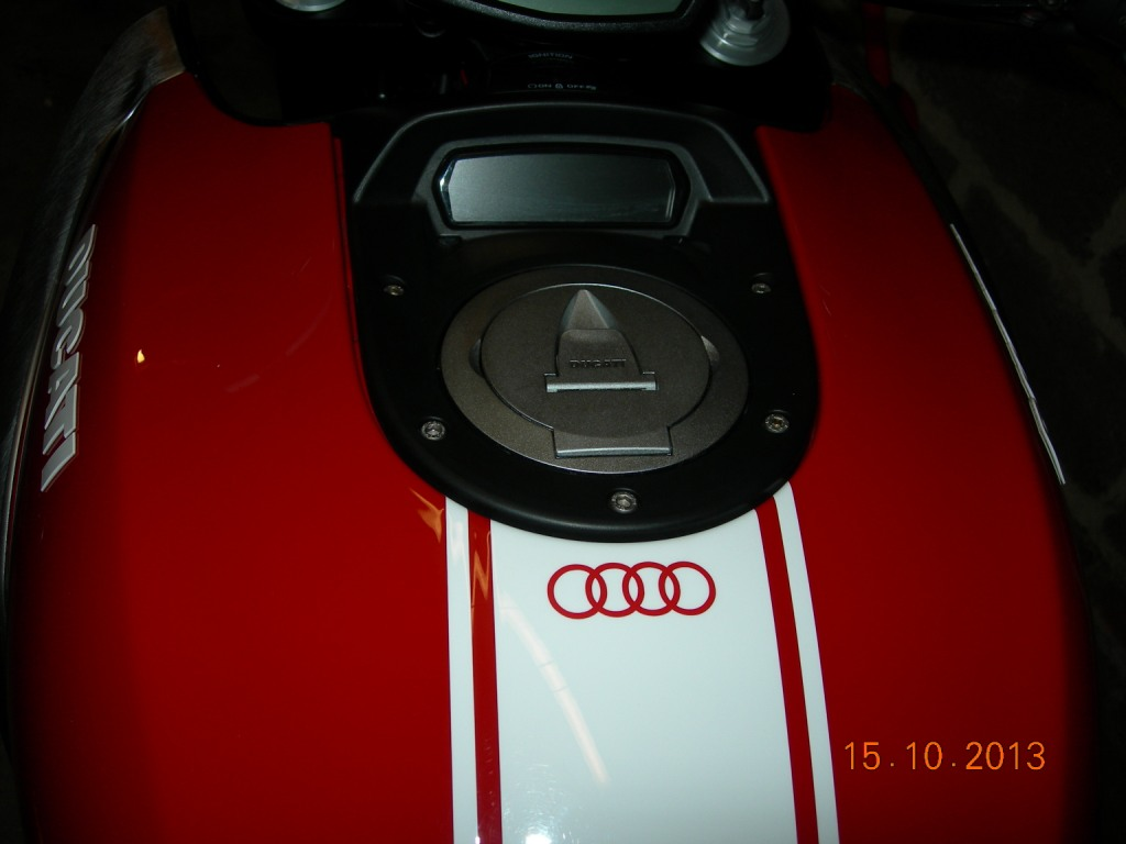 Audi Edition Diavel compr.jpg