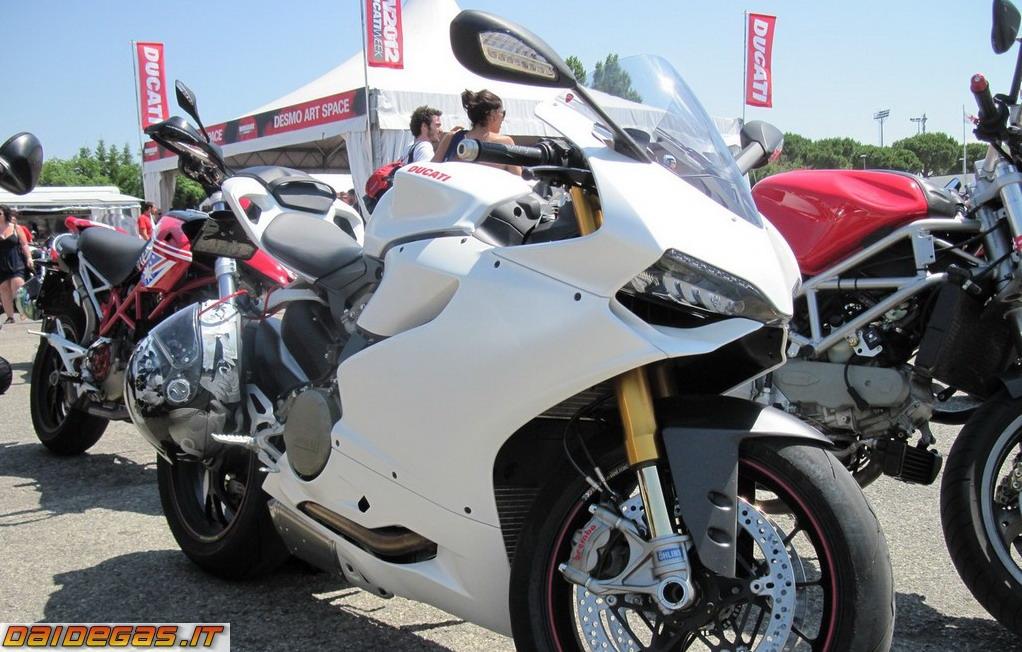 ducati-1199-panigale-bianca-blanc-weiss.jpg