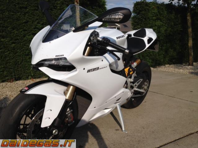 ducati-1199-white-bianca-3.jpg