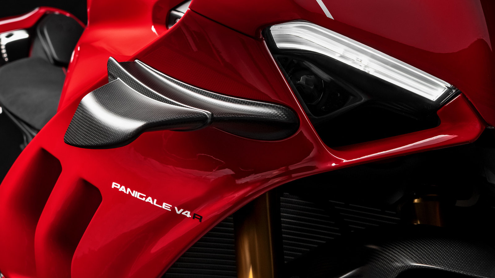 Panigale-V4R-Red-MY19-09-Gallery-1920x1080.jpg